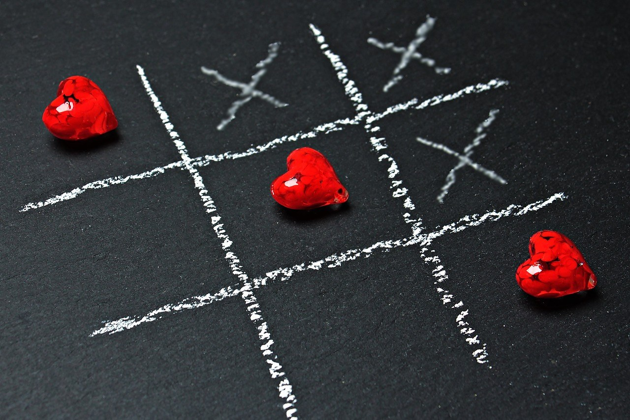 noughts and crosses (with hearts for the noughts)
