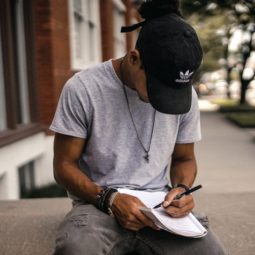 4 Signs and 4 Reasons Why You're In A Pen Pal Dating Situation