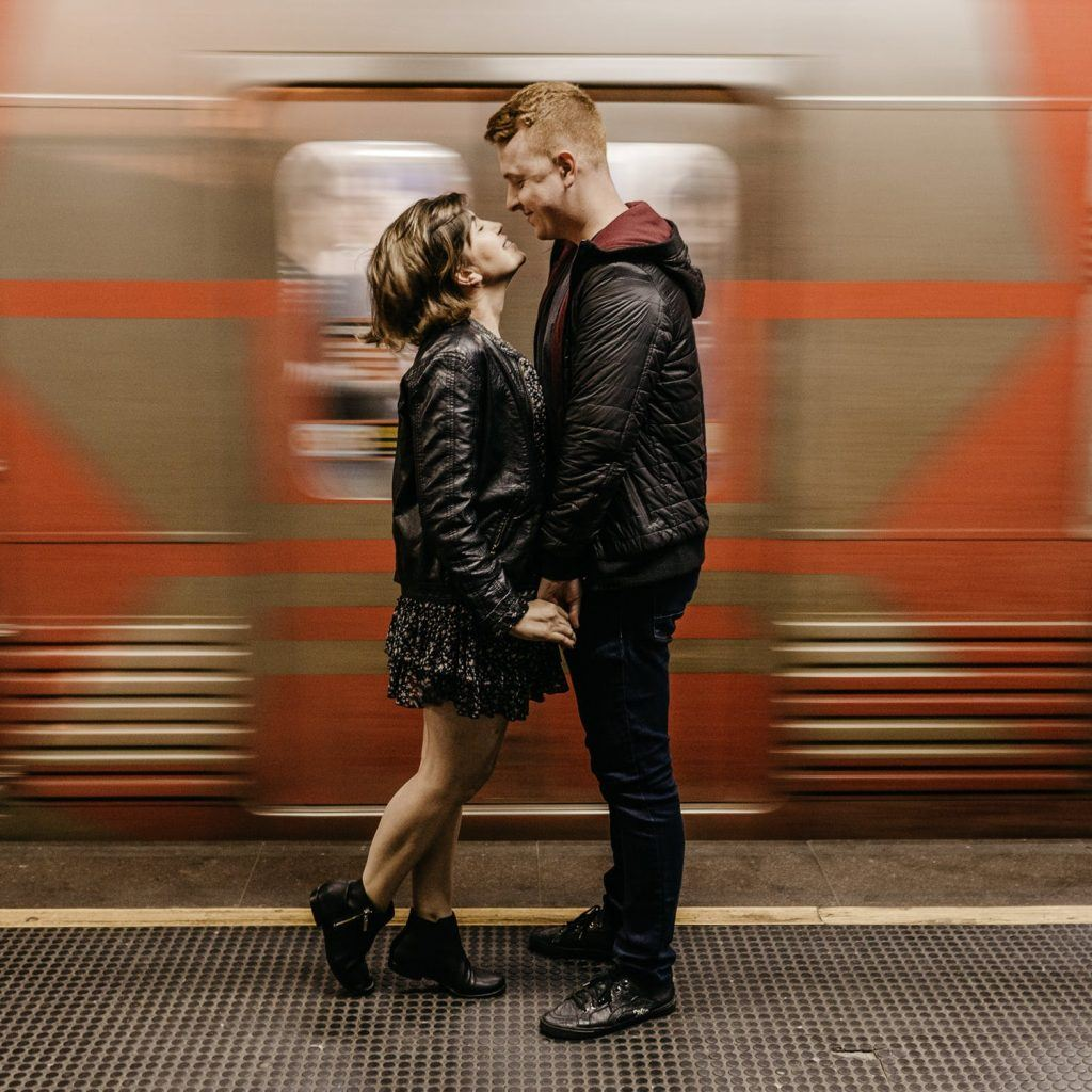 6 Do's and Don'ts Of Public Displays Of Affection