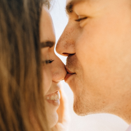4 Key Signs That A Man Is In Love